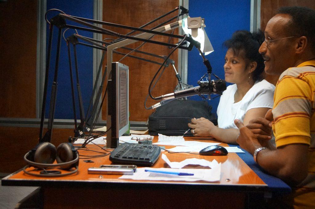 Estudio central de la emisora CMKC, Radio Revolución en sus 90 cumpleaños. Foto: Santiago Romero Chang.