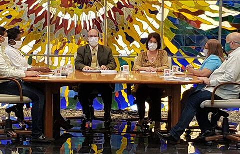 Mesa redonda sobre atención a los vulnerables ante covid-19 en Cuba