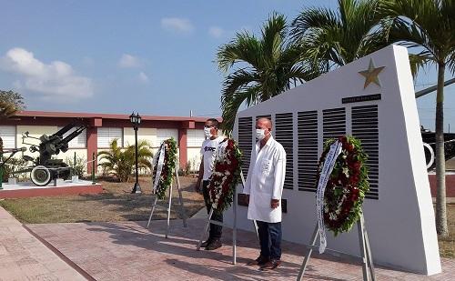 Ofrendas florales de Raúl y Díaz-Canel a héroes de Playa Girón