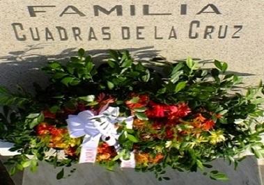 Homenaje eterno a Gloria Cuadras de la Cruz en el cementerio Santa Ifigenia de Santiago de Cuba.. Foto: Santiago Romero Chang.