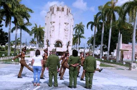 En Santiago, ofrendas a Martí en nombre de Raúl, Díaz Canel y del pueblo de Cuba.
