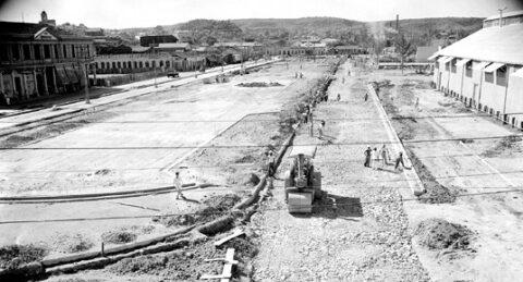 Construcción del paseo la Alameda, avenida Michelsen, en Santiago de Cuba.Michelsen en Santiago de Cuba.