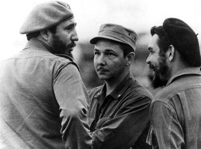 Fidel, Raúl y el Che en la lucha revolucionaria.