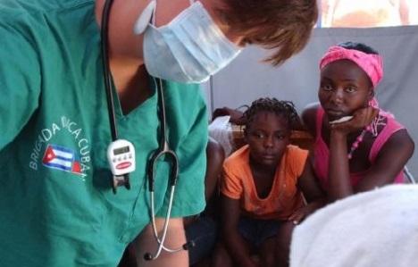 Medicina cubana ayuda a África. Foto: Juvenal Balán.