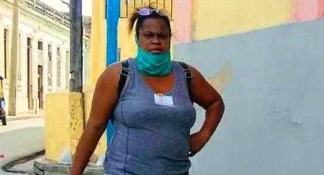 Yeny es una joven mensajera que no escatima esfuerzos para ayudar a las personas adultas, enfermas o con otro tipo de situación personal.