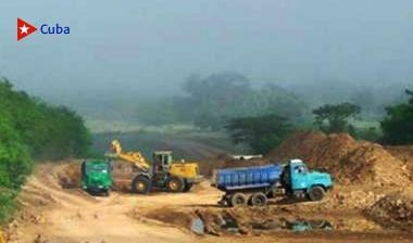 Construcción de viales en la provincia Santiago de Cuba.