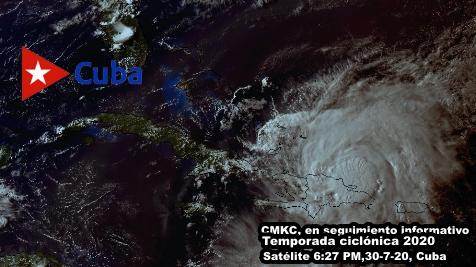 En el Caribe Oriental Isaias con amplia banda de nublados y lluvias. CMKC, Radio Revolución.