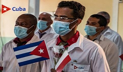 Llegada de los colaboradores cubanos de la salud procedentes de Turín, Italia.