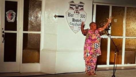 Fatima Patterson declama a Santiago de Cuba