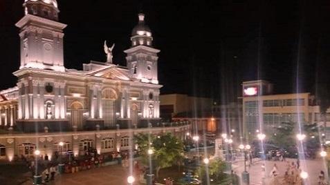 Catedral iluminada en los 505