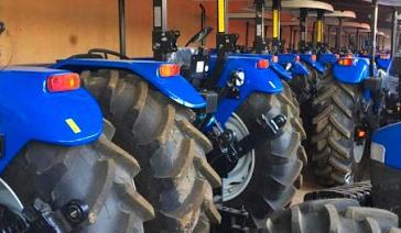 Tractores New Holland en la agricultura de la provincia Santiago de Cuba.
