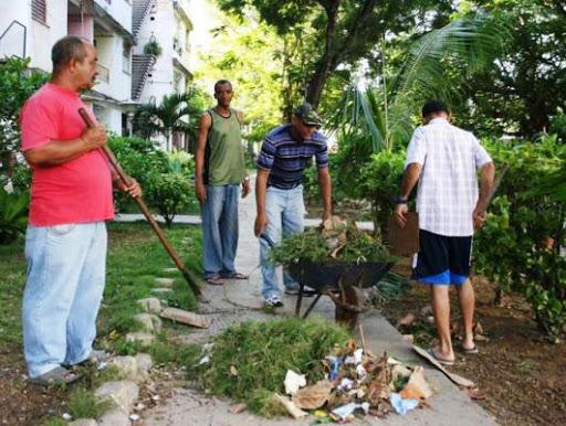Limpieza, autofocal contra las arbovirosis en Santiago de Cuba.