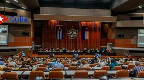 En vivo, por CMKC WEB: Presidente Díaz Canel en debate parlamentario sobre los 4 proyectos de leyes