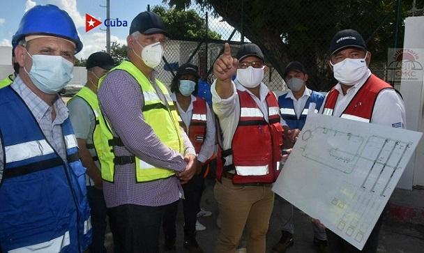 En la empresa mixta ELF-Gas, Díaz Canel recibió información sobre la entidad en Santiago de Cuba.