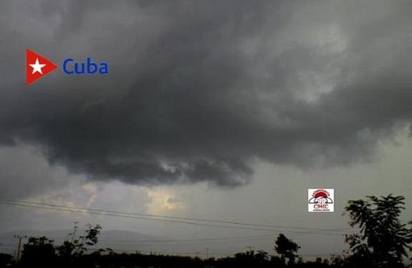Impresionante amplia banda de nublados con vientos fuertes y pocas lluvias trajo el huracán Sandy. Foto: Santiago Romero Chang