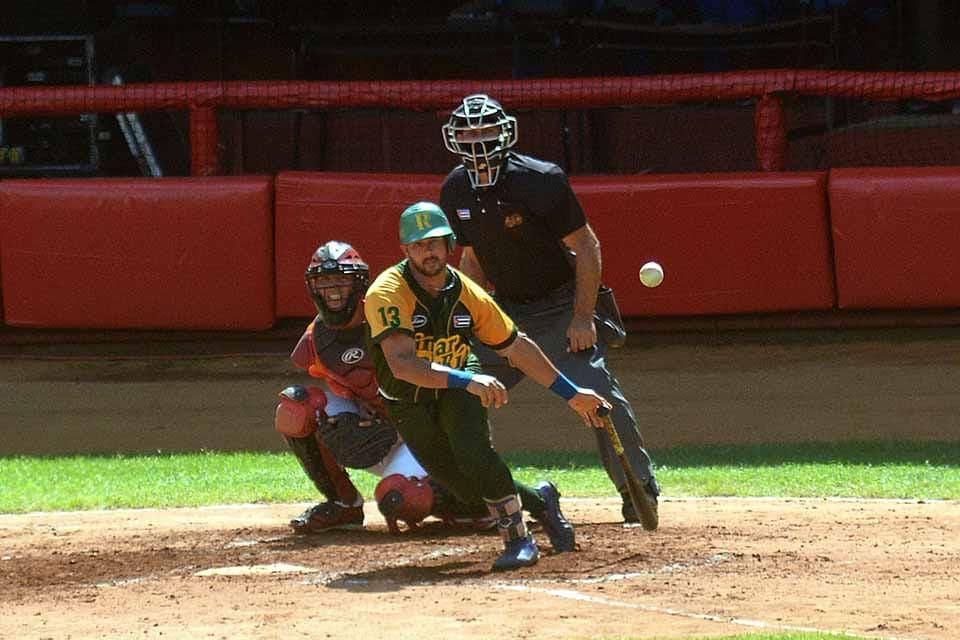 Slugger pinareño impone récord en derby de jonrones del béisbol cubano