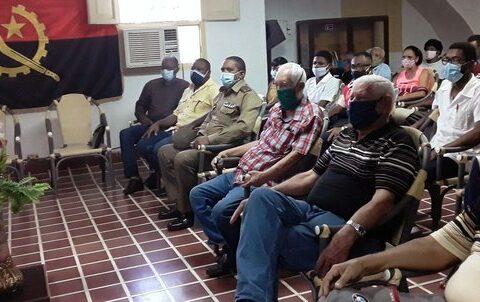 Homenaje en Santiago de Cuba a Combatientes por el aniversario 45 de la Operación Carlota
