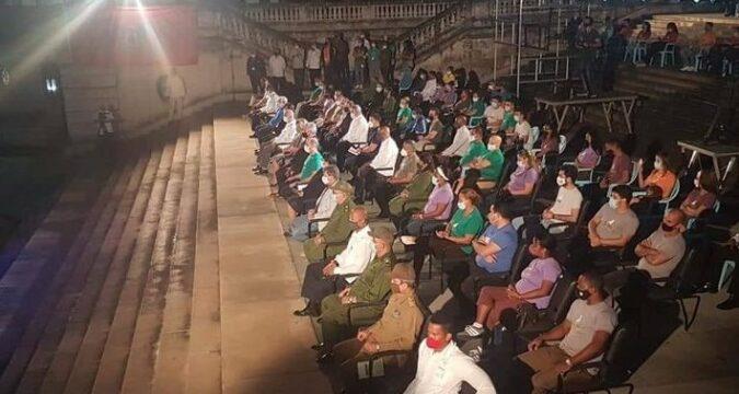 A Fidel velada político-cultural en la escalinata universitaria