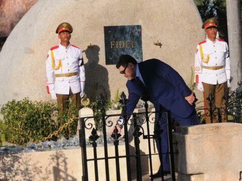 Tributo a Fidel, por el Mejor Futbolista del Mundo: Diego Armando Maradona