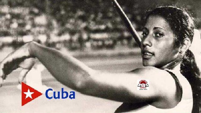 La campeona cubana María Caridad Colón, jabalinista.