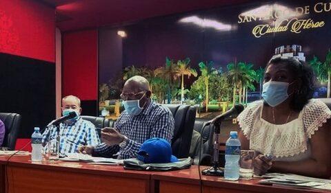 Intercambia Salvador Valdés Mesa en Santiago de Cuba sobre afectaciones por tormenta tropical Eta