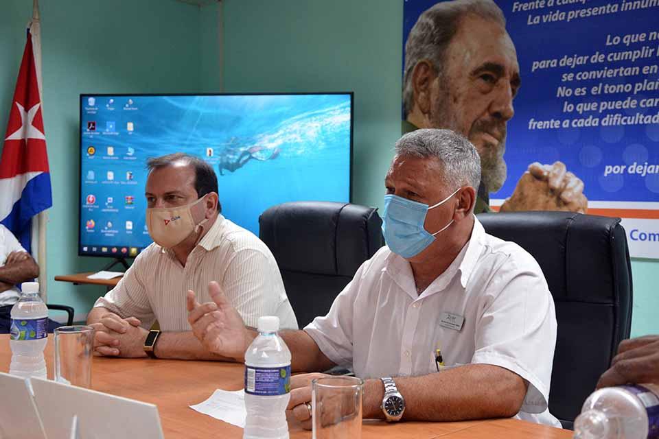 Intercambió Héroe cubano con trabajadores del Laboratorio Farmacéutico Oriente