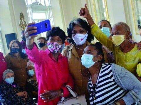 Mujeres cubanas, entre ellas, santiagueras, con historias sorprendentes