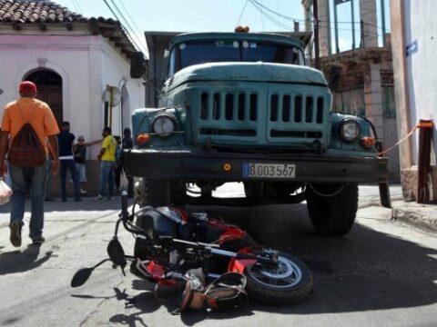 En Santiago de Cuba 2 personas lesionadas por no respetar señal del semáforo