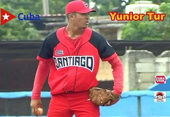 Pitcher Yunior Tur, de las Avispas de Santiago de Cuba