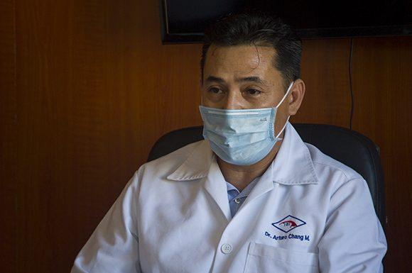 Doctor Arturo Chan Monteagudo, especialista de I y II grado en Inmunología e investigador principal del ensayo clínico. Foto: Irene Pérez/ Cubadebate.