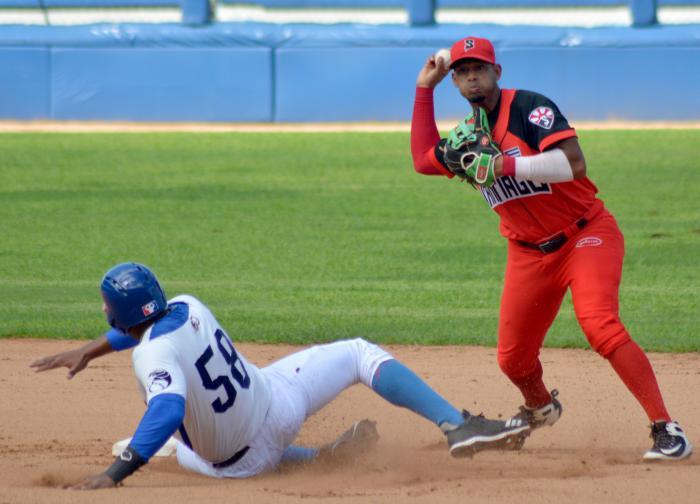 Santiago de Cuba con sus Avispas acaricia boleto de los play offs beisbolero 2021