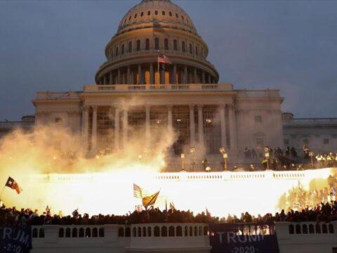 """Asaltado símbolo del poder de la """"democracia"""" en Estados Unidos"""