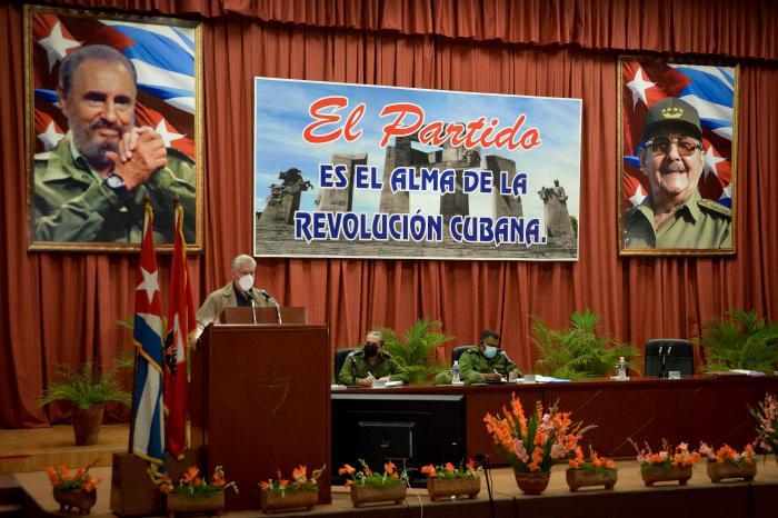Evalúa presidente cubano ordenamiento y lucha contra la COVID-19 en Santiago de Cuba y Guantánamo
