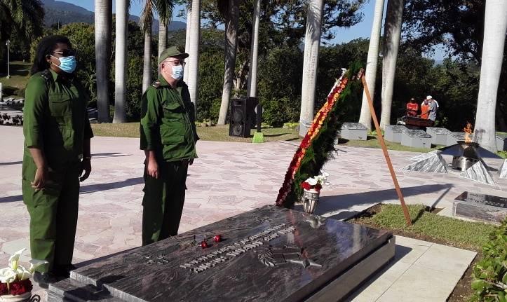 ¡ A ti te recordamos Comandante,Juan Almeida Bosque, porque aquí no se rinde nadie C...!