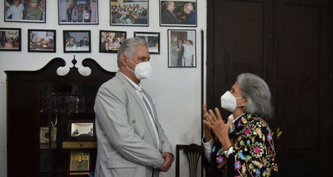 Presidente de la República, Miguel Díaz-Canel Bermúdez, en una visita a la la Fundación del Nuevo Cine Latinoamericano