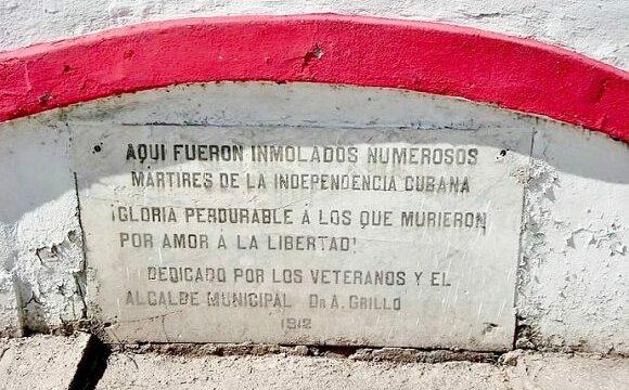 Placa que indica el sitio exactoen Santiago de Cuba donde fue fusilado Perucho Fugueredo, creador del Himno Nacional cubano