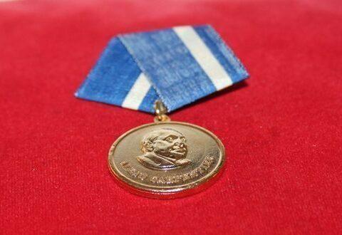 Medalla Alejo Carpentier a destacados intelectuales y artistas cubanos
