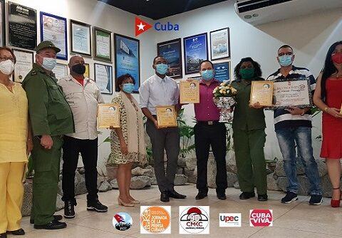 Premios Gloria Cuadras in Memoriam con la dirección máximna del Partido y Gobierno santiagueros. Foto: Santiago Romero Chang