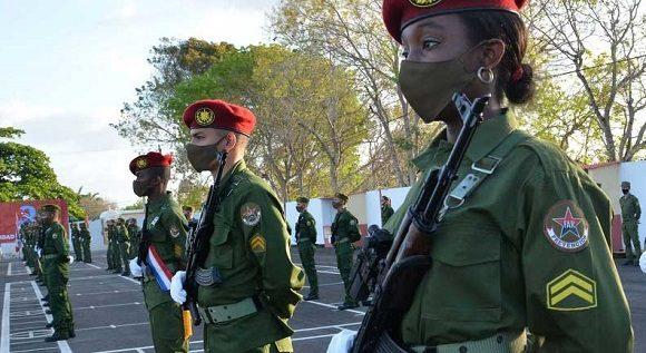 Raúl Castro envía felicitación al Ejército Central en su aniversario 60