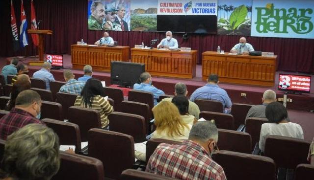 Díaz-Canel en recorrido por Pinar del Río y Artemisa para seguir dando vida al 8vo. Congreso del PCC