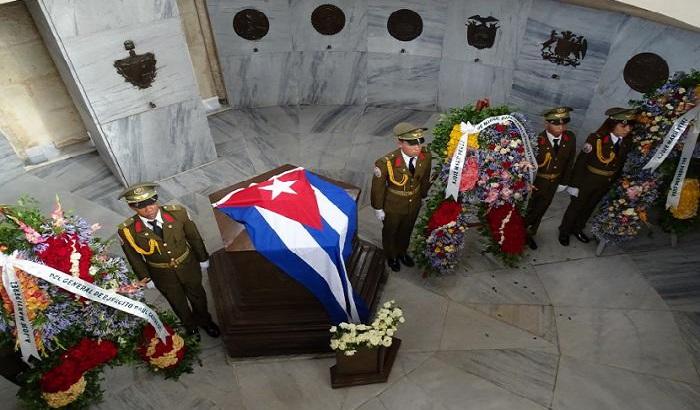 Ofrendas florales en homenaje a José Martí que fueron depositadas en su mausoleo del cementerio Santa Ifigenia Foto: Eduardo Palomares