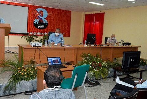 Analizan en Las Tunas implementación de las directrices del 8vo. Congreso del Partido