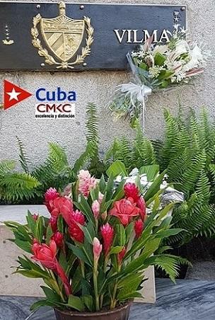 Homenaje a Vilma Espín en el Mausoleo a los Héroes y Mártires del II Frente Oriental -Frank País García-