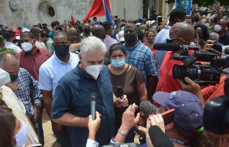 En San Antonio de los Baños, en Artemisa con el Primer Secretario del Comité Central del Partido Comunista de Cuba y Presidente de la República, Miguel Díaz-Canel Bermúdez