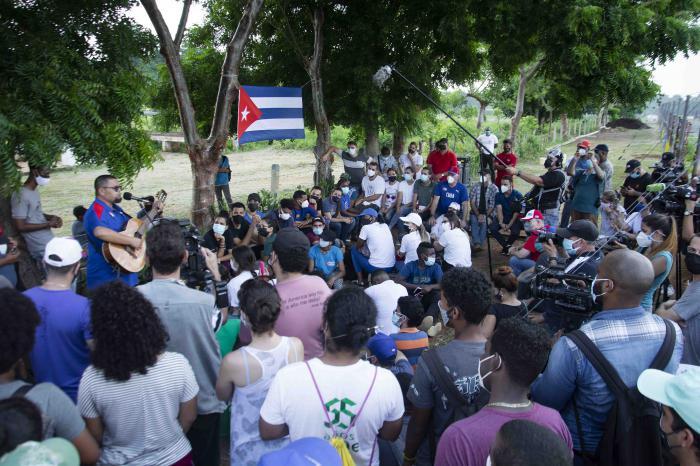 Otra mañana de la Santa Ana en 26 con los jóvenes, pero en el surco con el Presidente Díaz Canel