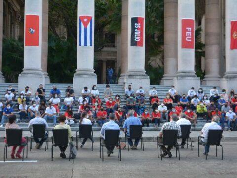 Díaz-Canel dialoga con jóvenes en la Universidad de La Habana