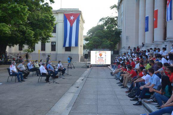 Presidente cubano intercambia con jóvenes en la Universidad de La Habana