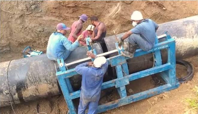 Fuerzas especializadas de la Empresa de Mantenimiento y Reparación de Obras Hidráulicas (EMROH) UEB Oriente, y de mantenimiento de la Empresa Aguas Santiago