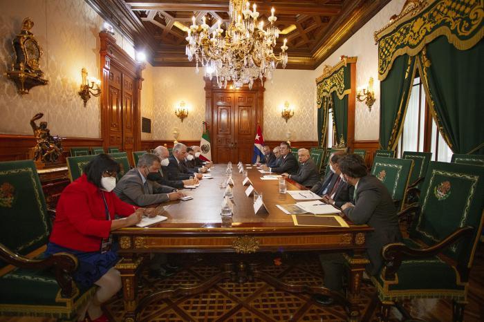 Sostienen reunión los Presidentes de Cuba y México