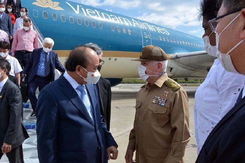Concluyó visita oficial a Cuba, Presidente de Vietnam, Nguyen Xuan Phuc, con homenaje a Fidel en Santiago